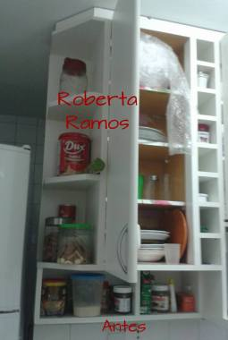 Armário de cozinha antes da organização